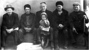 Иллюстрация 7. Жители села Новые Булгары во время сабантуя 1 мая 1959 года. Снимок сделан Бакиевым Зиннатуллой Абдуллаевичем 1928 г.р.